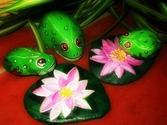 7 | by Piedras con Arte..green,green frogs and lily pads!!