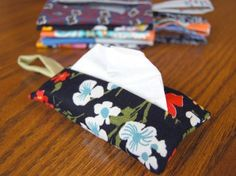 Tissue holder with strap. Click for free pattern ....easy pattern... Use cute fabrics. Would make  kinda cute stocking stuffers?