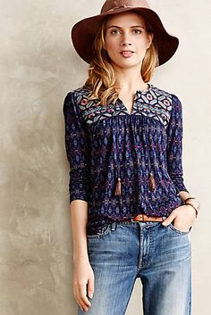 Majorelle Peasant Top use up the printed fabric stash Style Casual, Casual Outfits, Cute Outfits, My Style, Retro Fashion, Boho Fashion, Fashion Outfits, Look Boho Chic, Cute Shirt Designs