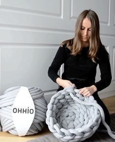 Ohhio Braid is so easy to work with, even a novice could make this cute chunky cat bed. Get a DIY kit or buy ready-made on Kickstarter! Link is in the bio #catsdiybed