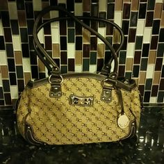 Medium size Sophia Caperelli hobo bag Gently used Sophia Caperelli hobo bag. In great condition no rips or tears. Has 3 different sections for storing items along with zipper pockets on each side. Sophia Caperelli Bags Hobos