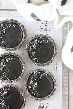 These deliciously dark and mysterious tarts are just a little bit special with a secret ingredient. Give them a go and fall in love! Keto Alfredo Sauce, Witch Party, I Chef, Black Food, Mini Pies, Asian Desserts, Sweet Tarts, Practical Gifts, Raw Food Recipes