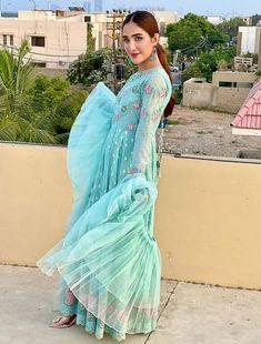 Designer Salwar Suits, Pakistani Designers, Bride Look, Punjabi Suits, Emma Watson, Frocks, Cover Up, Actresses, Long Frock