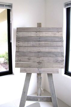 Regular pallet artist easel. Its made out of wood and roughly constructed object.