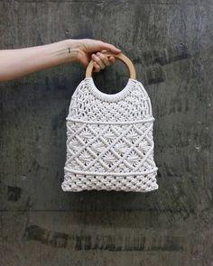 Basic Macrame Knots : Step by Step Guide Macrame Purse, Macrame Knots, Crochet Wallet, Net Bag, Cotton Bag, Cotton Rope, Macrame Projects, Macrame Patterns, Knitted Bags