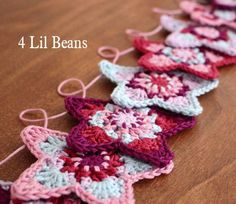 Crochet Pattern. Crochet Garland Pattern. Crochet Star Pattern. Crochet Bunting. Crochet Tutorial (Pattern 07) INSTANT DOWNLOAD by 4LilBeans on Etsy https://www.etsy.com/listing/180577070/crochet-pattern-crochet-garland-pattern
