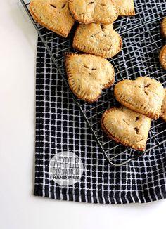 Too Sweet!! Apple Cinnamon Hand Pies via The Blonde Buckeye #Thanksgiving #fall