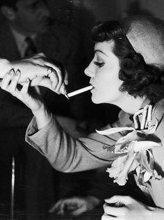 A Claudette Colbert portrait Golden Age Of Hollywood, Hollywood Stars, Classic Hollywood, Old Hollywood, Vintage Movie Stars, Vintage Movies, The Palm Beach Story, People Smoking, Women Smoking