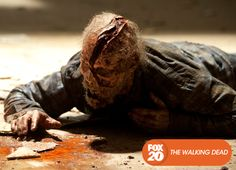 A prisão já não é mais segura e o grupo deve definir seu destino. The Walking Dead - Nova temporada, terça, 15 de outubro, 22H30 #TWD4NaFOX Confira conteúdo exclusivo no www.foxplay.com