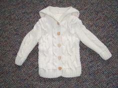die vor 5 Tagen Oma von einem kleinen Mädchen geworden ist undkeine Strickliesl ist, habe ich das stricken für ein Babyjäcken übernommen. ...