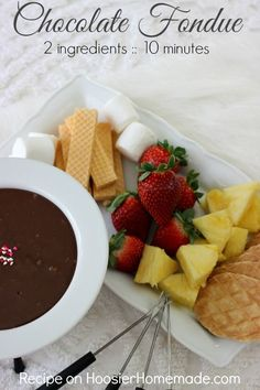 Chocolate Fondue: 2 ingredients and only 10 minutes