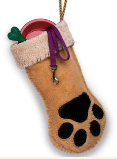 Fireplace Mantel Christmas Decoration Ideas - Dog Paw - Click Pic for 21 DIY Christmas Ideas