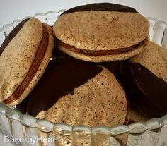 Komtessevafler er en af mine (mange) favoritter. Med det knasende ydre og den lækre chokoladecreme, kan det næsten ikke gå galt :) Baking Recipes, Cookie Recipes, Dessert Recipes, Scandinavian Food, Danish Food, Christmas Cooking, Snacks, Food Cakes, Sweet Desserts
