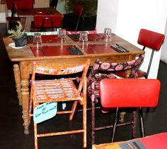 En el restaurante Zamburiña! Los comensales se pueden llevar las sillas!