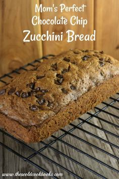 4 Points About Vintage And Standard Elizabethan Cooking Recipes! Mom's Perfect Chocolate Chip Zucchini Bread Is Quick To Make And Is A Perfect Way To Use The Zucchinis That Just Seem To Appear In The Garden Overnight. Köstliche Desserts, Delicious Desserts, Yummy Food, Dessert Recipes, Dinner Recipes, Dessert Bread, Yummy Eats, Zuchinni Bread Chocolate, Zucchini Chocolate Chip Muffins