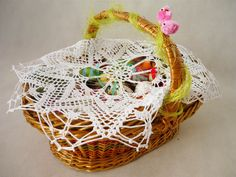 crochet napkin on Easter basket  from MariArt by DaWanda.com Round napkin hand-made on crochet. Napkin is in white, will be the perfect gift, or a beautiful decoration of the table.  This napkin you can use also as decorations for the Easter basket. #Easter #Easterbasket #MariAndAnnieArt #Wielkanoc #koszyk