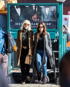 and also because of this power strut coming out of the subway. Sandro, Photo Splash, Eight Movie, Ocean's Eight, Oceans 8, White Fur Coat, Velvet Suit, Cate Blanchett, Sandra Bullock