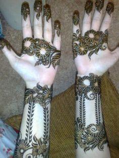 Arabic henna design from Oman. Love the leafy cuffs. #khaleeji