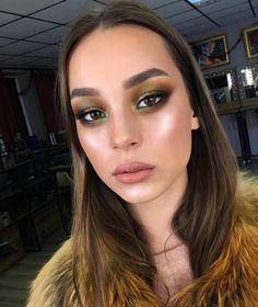 """Color nuances.. When you have a strong wish to emphasize the unreal color of eyes..💚🖤💚.Когда довольно ярко, но не очень темно, когда присутствует цвет, но в очень """"приличном"""" количестве😉 А всё для того, чтобы подчеркнуть цвет глаз модели, но не контрастными оттенками, а теми, которые ты нашёл на радужке😘.#tominamakeup#browneyes #greeneyes #nudelips#glowingskin #eyebrows"""