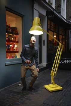 who loves oversized objects? the #bigfriendlygiants hit Carnaby Street | Blog | Anglepoise