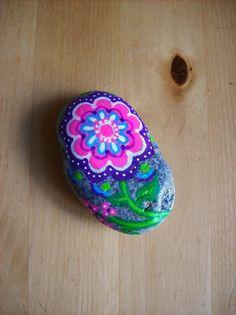 Galet fleur peint à la main, décoration intérieure : Accessoires de maison par l-atelier-de-lefki