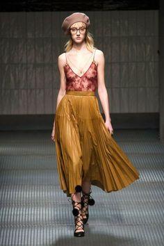 A boina apareceu em vários looks de street style durante a última semana de alta costura em Paris. Geralmente, quando isto acontece, a peça vira uma tendência. Será que essa moda vai pegar?