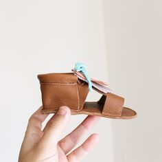MINI SHUU | Sandalias bebé, baby sandals, baby shoes, flip flop, sandales, little shoes, summer shoes, baby, bebé, summer, handmade, leather, piel