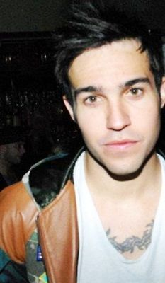 Beautiful picture of the sexy Pete Wentz x