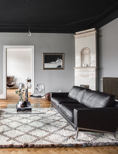 Grateful Stylish Layout Classy Living Room of The Lounge Room - Home of Pondo - Home Design Black And White Furniture, Black Painted Furniture, Classy Living Room, Beautiful Living Rooms, Dark Wood Bedroom Furniture, Black Ceiling, Living Room Remodel, Living Room Inspiration, Room Colors