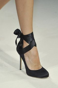 Alberta Ferretti Spring 2014 - Details : Add ribbons to black pumps I already own. Love ... Love ... Love !!!