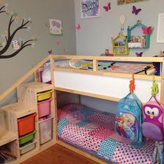 Ikea kura bed with added steps and extra safety bar on top bunk. Ikea kura bed with ad Kura Ikea, Kura Bed Hack, Ikea Loft Bed Hack, Ikea Trofast, Toddler Bunk Beds, Kid Beds, Bunkbeds For Small Room, Small Bunk Beds, Small Spaces