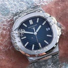 """""""Nautilus"""" The Great Design Stunning Patek Philippe #Nautilus jumbo, date, luminous hands and indexes, 21k yellowgold rotor, sapphire crystal caseback, #selfwinding movement in waterproof steel case and bracelet. Ref: #5711A  perfect pic by↘️ @wisewatch #PG5711A  Use hashtag  #PatekGallery  -------------------------------------------------"""