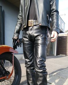 Mens Leather Pants, Motorcycle Leather, Biker Leather, Black Leather, Fashion Moda, Mens Fashion, Leder Outfits, Pants Outfit, Slip