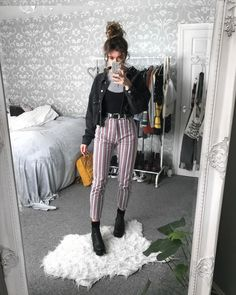 In love with my stripy jeans ! Grunge Outfits, Tumblr Outfits, Mode Outfits, Fall Outfits, Casual Outfits, 90s Fashion, Fashion Outfits, Womens Fashion, Fashion Ideas