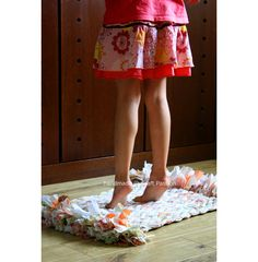 Rug made with old sheets.  Looks pretty easy.