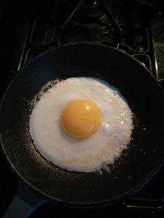 Perfect fried egg coming up Food Design, Perfect Fried Egg, Tumblr Food, Snap Food, Food Snapchat, This Is Your Life, Aesthetic Food, Perfect Food, Food Cravings