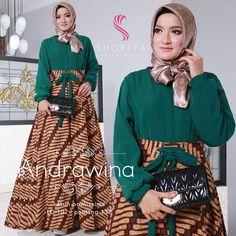 Image may contain: 2 people, people standing Muslim Fashion, Hijab Fashion, Fashion Dresses, Blouse Batik, Batik Dress, Modest Dresses, Nice Dresses, Dress Batik Kombinasi, Batik Muslim