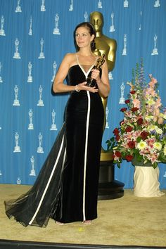 Pin for Later: 30 Iconic Oscars Dresses Worthy of Their Own Award Julia Roberts at the 2001 Academy Awards Julia Roberts's simple yet stunning Valentino gown carried her from the red carpet to the winners' room.