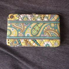 Vera Bradley snap wallet. Pattern is now out of production. Verily lightly used. Vera Bradley Bags Wallets