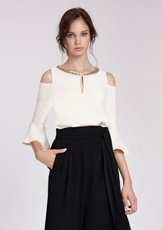Blusa beige con hombros descubiertos Diy Clothes, Casual Looks, Sleeve Styles, Blouses For Women, Ballet Skirt, Womens Fashion, Skirts, Sleeves, Mamamoo