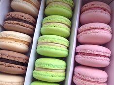 Makronky - náplně z bílé čokolády Hot Dog Buns, Macarons, Baked Goods, Tiramisu, Cheesecake, Food And Drink, Sweets, Bread, Candy