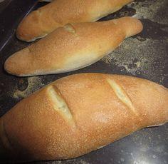 A szegedi cipó vagy szegedi vágott cipó egy egyszerű és gyors péksütemény. A kétféle liszt és a további alapanyagok felhasználásával kitűnő szendvicsekhez való cipócskák készíthetők. Szegedi cipó – szegedi vágott cipó receptje Hozzávalók –... The post Szegedi cipó – szegedi vágott cipó receptje appeared first on Balkonada. Hot Dog Buns, Hot Dogs, Bread, Recipes, Food, Brot, Essen, Baking, Eten
