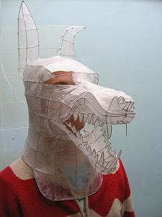 sculpture snarling mask Wire and tissue paper mask.Wire and tissue paper mask. Paper Mask, 3d Studio, High School Art, Middle School, Arts Ed, Wire Art, Art Plastique, Costume Design, Art Education
