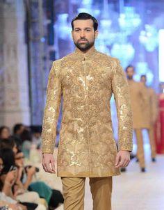 Best embroidered cream off white short sherwani new short sherwani styles 2017 sherwani for men in pakistan Indian Formal Dresses, Formal Dresses For Men, Sherwani Groom, Wedding Sherwani, Groom Wedding Dress, Groom Dress, Wedding Dresses, Mehndi Function, Mehndi Ceremony