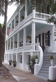 The Rhett House, a circa 1800 plantation, now an inn in Beaufort, South Carolina