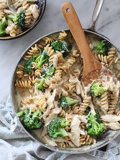 Cheesy Chicken und Broccoli Whole Wheat Pasta Recipes Healthy Pasta Dishes, Healthy Pastas, Healthy Recipes, Pasta Pizza, Skinny Pasta, Clean Eating, Healthy Eating, Whole Wheat Pasta, Comfort Food