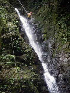 costa rica waterfall repelling