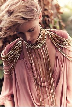 this is such a pretty chain harness, omg! and the best thing is that it is sort of diy-able, right? (via :::: OutsaPop Trashion ::::: The perfect thing) Trend Fashion, Fashion Details, Diy Fashion, Ideias Fashion, Womens Fashion, Fashion Design, Fashion Jewelry, Gold Fashion, Fashion Earrings