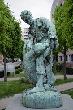 Statue de Jean-Baptiste Jupille par Émile-Louis Truffot, Institut Pasteur, Paris