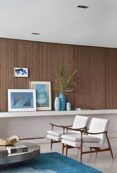 gorgeous mid century modern  room, wall and chairs